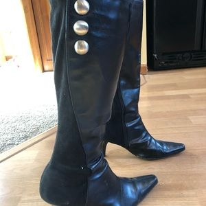 Women's size 8 W knee high boots. Cute and comfy.